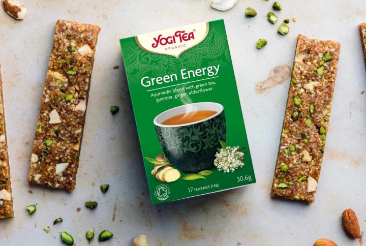 Ovocno-orieškové energetické tyčinky s fúziou čaju Yogi Tea Zelená Energia